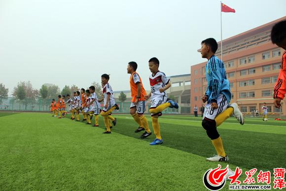 牡丹区实小足球队迎来首次实战 憾负曹州武校