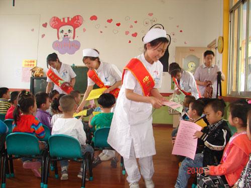 菏泽市牡丹人民医院青年医务人员到菏泽市七巧板幼儿