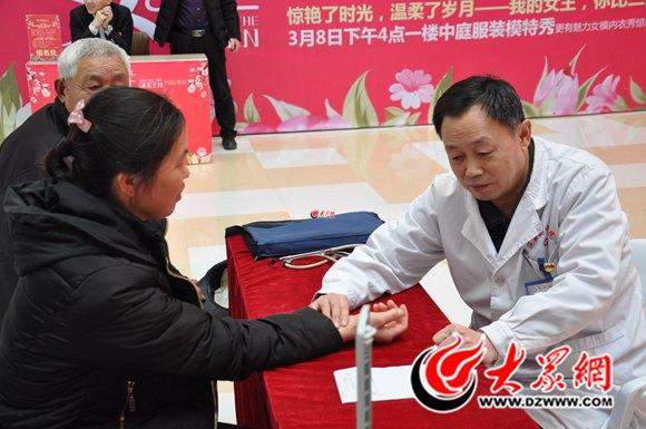 关注乳腺疾病 巨野县中医院开展妇女节乳腺病义诊活动