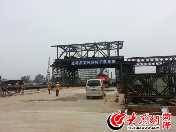 菏泽火车站站台天桥基础施工已经完成