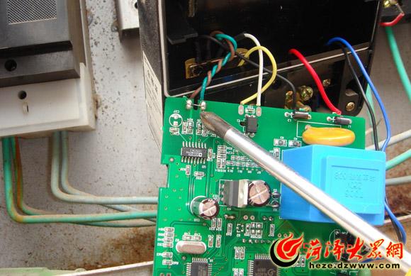 部分商户通过改变电表内部电器回路