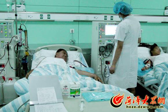 血液透析科的医护人员以大爱,深情,亲情,去温暖患者