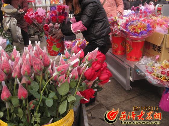 """爱心""""的玫瑰花团锦簇"""