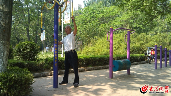 菏泽:林荫广场成市民夏季健身乐园