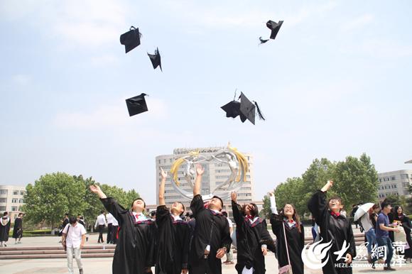 菏泽学院2709名毕业生喜获得学士学位