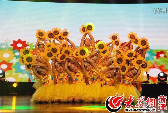 舞蹈《花儿朵朵向太阳》