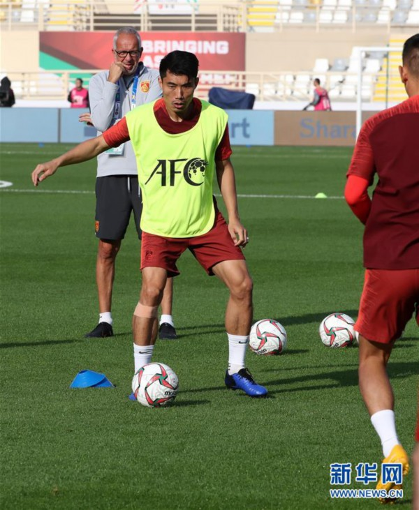 (亚洲杯)(8)足球——中国队进行赛前训练