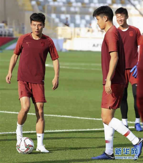 (亚洲杯)(2)足球——中国队进行赛前训练