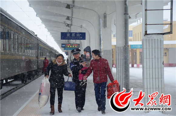 曹县铁路民警全警出动,为旅客安全出行保驾护航