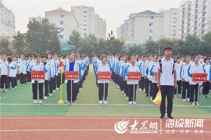"""菏泽市开发区广州路中学举行第二届""""校长杯""""足球赛"""