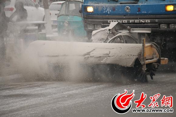 降雪应急预案 扫雪车24小时作业图片