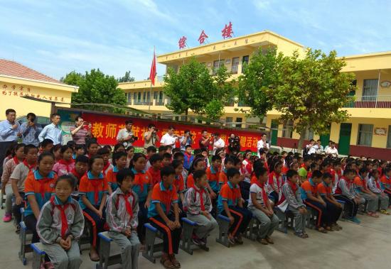 爱传百校携手银座共同走进陈庄成武、张庄小小教师学生报告评语册图片