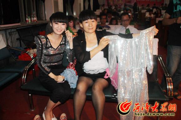 图说菏泽首届网络歌手大赛的美女们