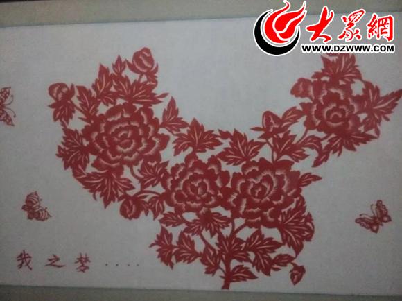 老人自己根据图片剪出《中国地图》     大众网菏泽9月26日讯